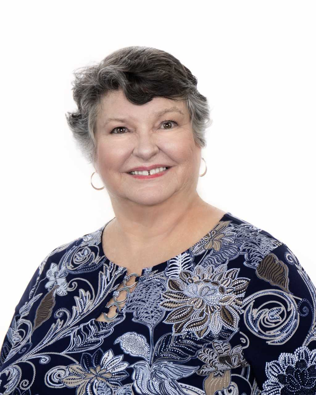 https://d141cscbo5t2xj.cloudfront.net/sites/1256/marge-bennett-remax-realty-group-fort-myers-fl-real-estate-2018-head-shot.png