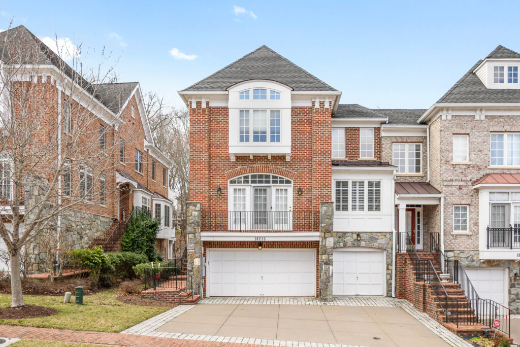 Townhouse for Sale in River Creek Leesburg Virginia