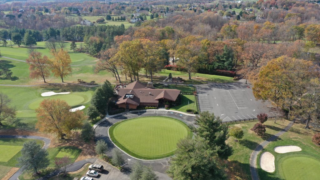 An aerial overhead photo of the club house and putting green at Loudoun Golf & Country Club