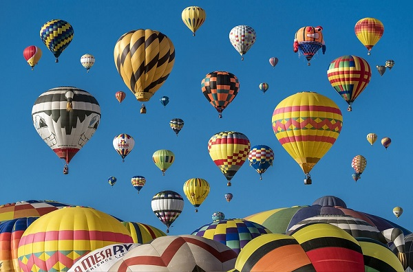 So much to see. So much to do. And only 3 days to make it happen. The 2018 Havasu Balloon Festival surfs the skies above January 19th-21st. Daily mass ascensions. Night glow each night. Tons to do in between. A must see event!