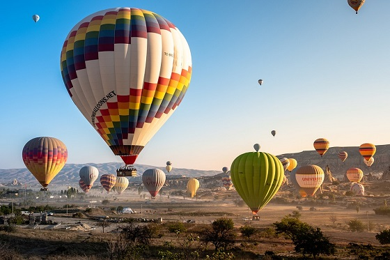 Who needs to travel to New Mexico when you can watch hot air balloons fly overhead from your own backyard at the Lake Havasu Balloon Festival 2020 on January 9th thru 12th.